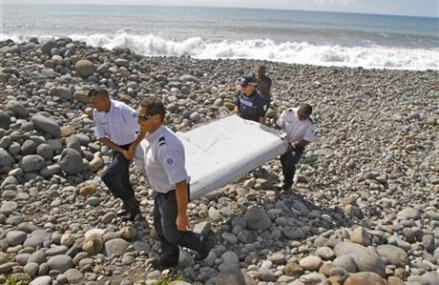 Malaysian premier: plane debris to be sent to France
