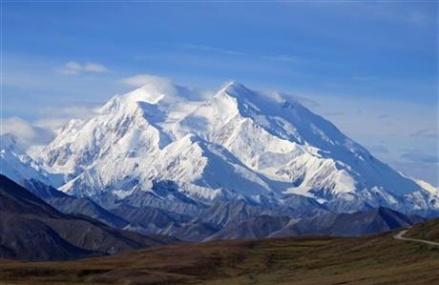 Alaska-bound, Obama makes waves by renaming Mount McKinley