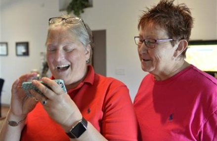 Same-sex couple cheers gay marriage ruling in Kentucky