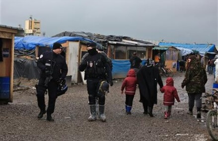 Migrants attacked around Calais, tinderbox of tensions