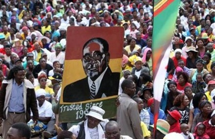 Tens of thousands rally to support Zimbabwe's Mugabe