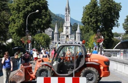 Under heavy security, Catholic pilgrims visit Lourdes shrine