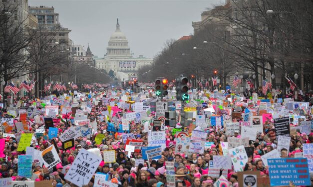USA: Hundreds of thousands march against sexism