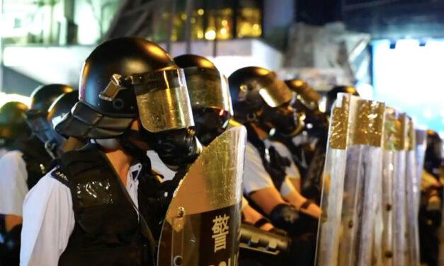 Hong Kong: Police ban demo, troops move to the border