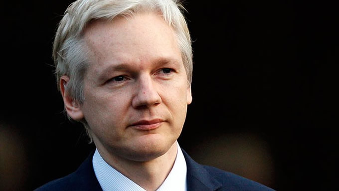Julian Assange: exposing war crimes is not a crime!