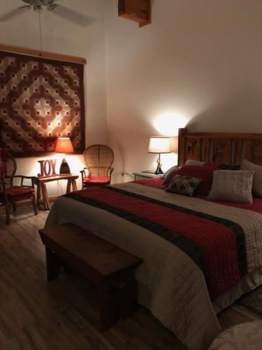 Buffalo River Room-Master bedroom