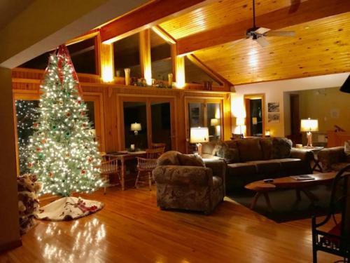 Bull Shoals Lake Room at Christmas
