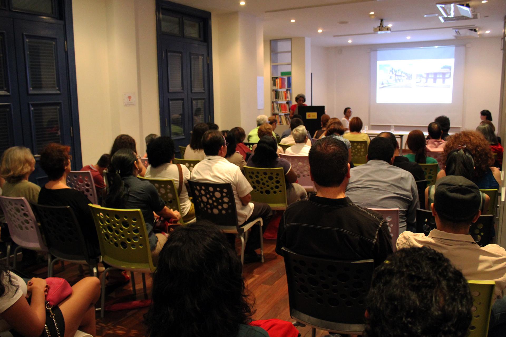 Conferencia. Marcela Camargo Ríos