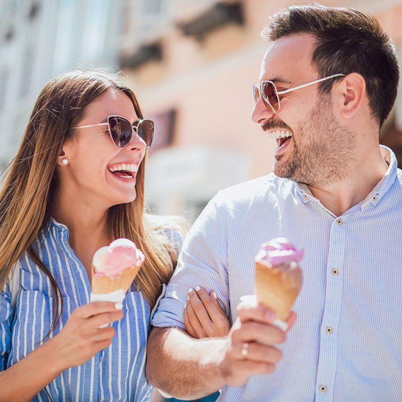 couple-enjoying-ice-cream