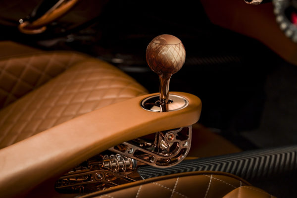 De-Tomaso-P72-Interior-Manual-Shifter