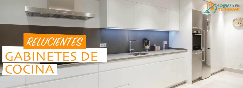 relucientes gabinetes de cocina
