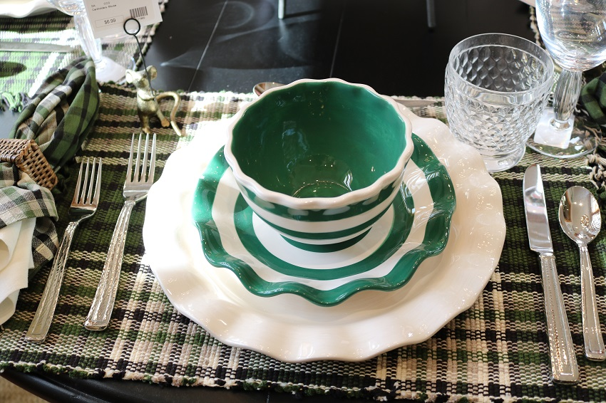 Lakeside-Living_Manitowish-Waters-WI_5-Easy-Ways-to-Liven-Up-Your-Indoor-Entertainment_Add-Frivolity-to-the-Table_Place-Settings_Dining-Table