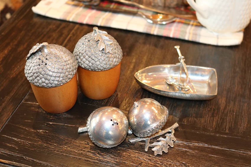 Lakeside-Living_Manitowish-Waters-WI_5-Easy-Ways-to-Liven-Up-Your-Indoor-Entertainment_Salt-and-Pepper-Shakers_Place-Settings_Dining-Table