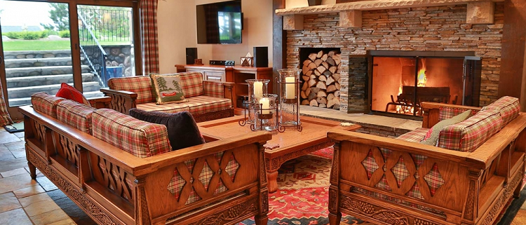 Lakeside-Living_Manitowish-Waters_Northwoods-WI_What-it-is-Really-Like-to-Work-with-an-Interior-Designer_Lower-Level-Living-Room-in-Upscale-Cabin