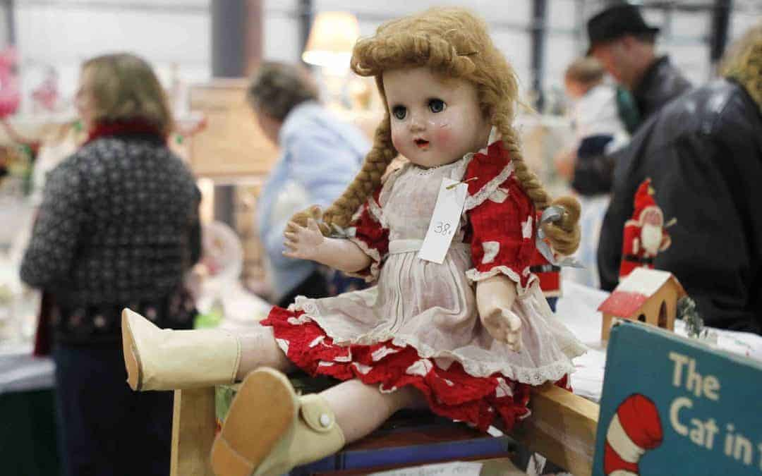 Grayslake Illinois Antique Vintage Flea Market December 7 & 8