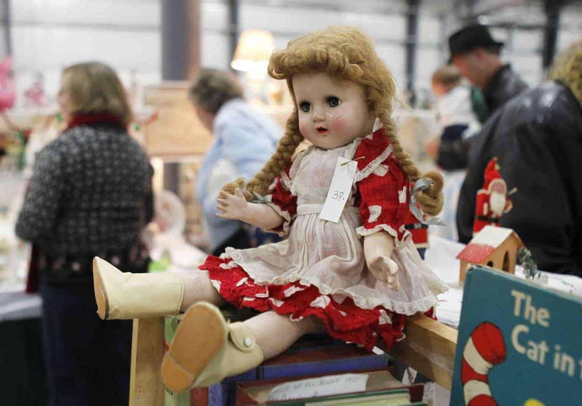 Grayslake Illinois Antique Vintage February Flea Market