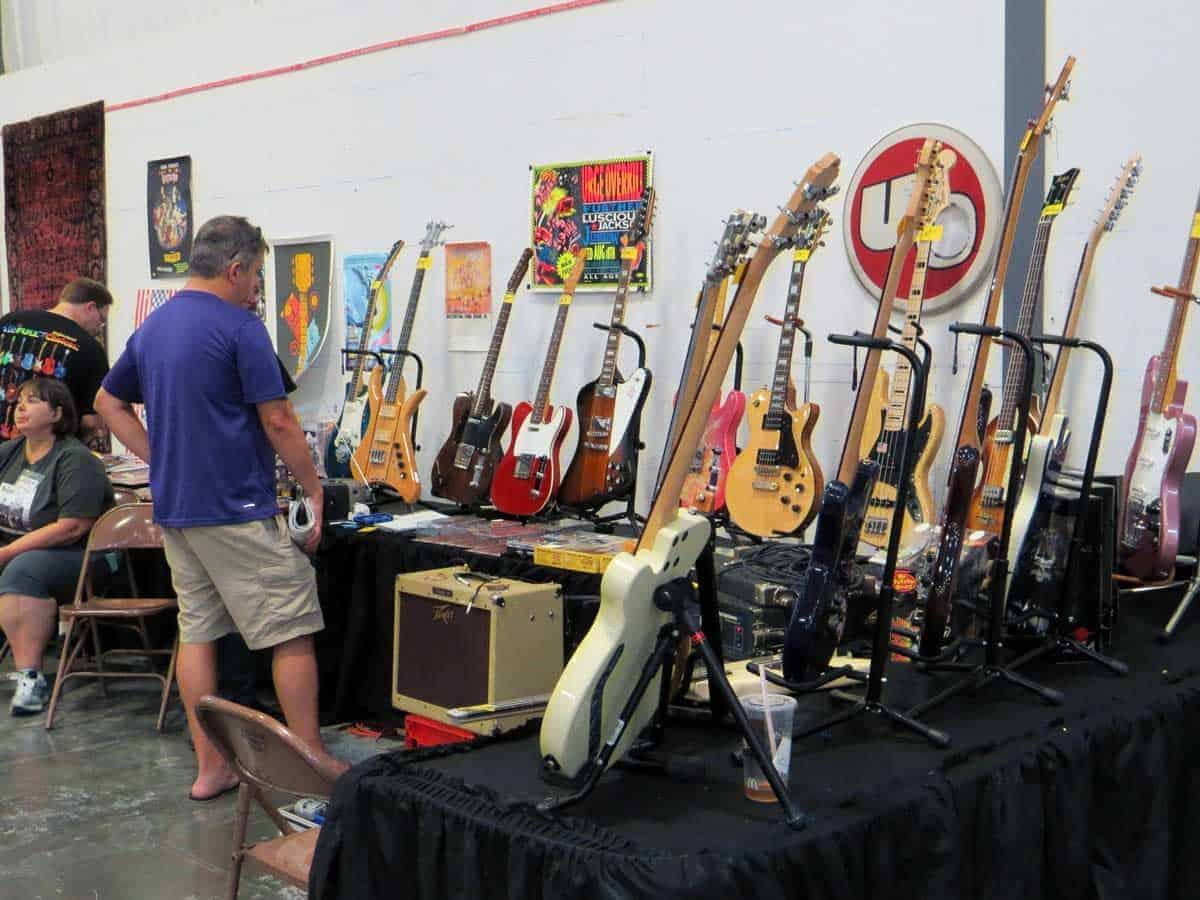 chicago-vintage-guitar-drum-vinyl-record-show-14