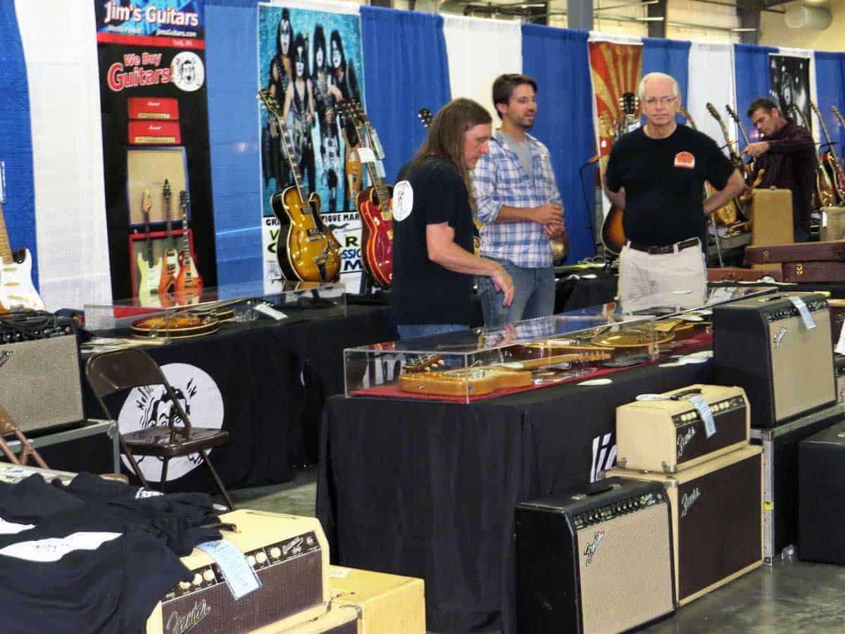 chicago-vintage-guitar-drum-vinyl-record-show-17