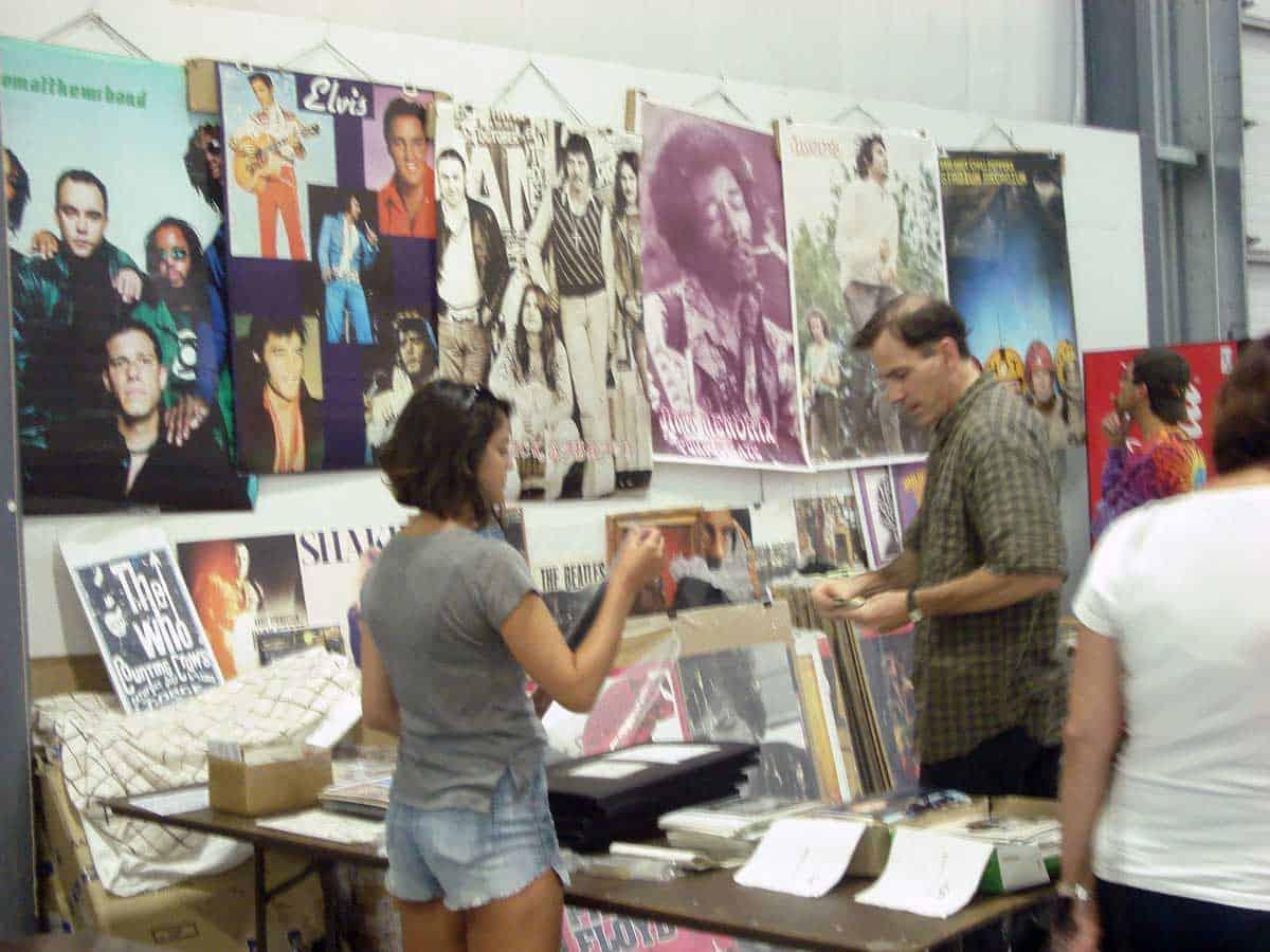 chicago-vintage-guitar-drum-vinyl-record-show