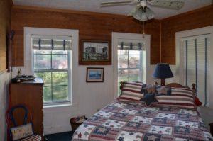 Aspinwall Bedroom 2- 1 Queen bed