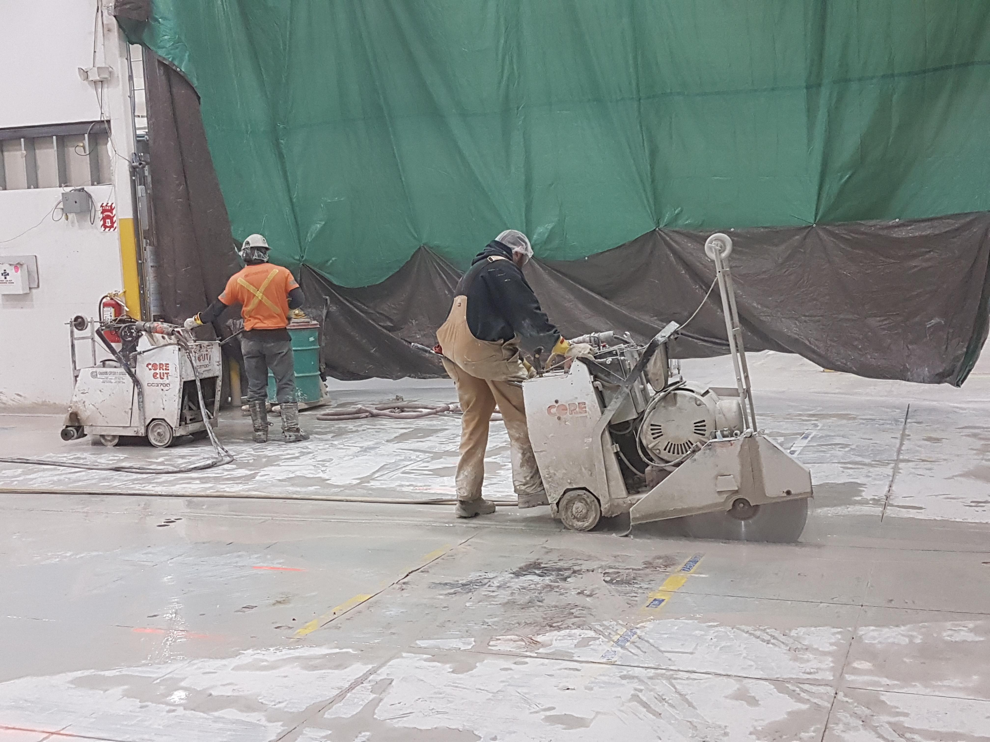 MONTRÉAL CONSTRUCTION DE BASE EN BÉTON POUR MACHINE