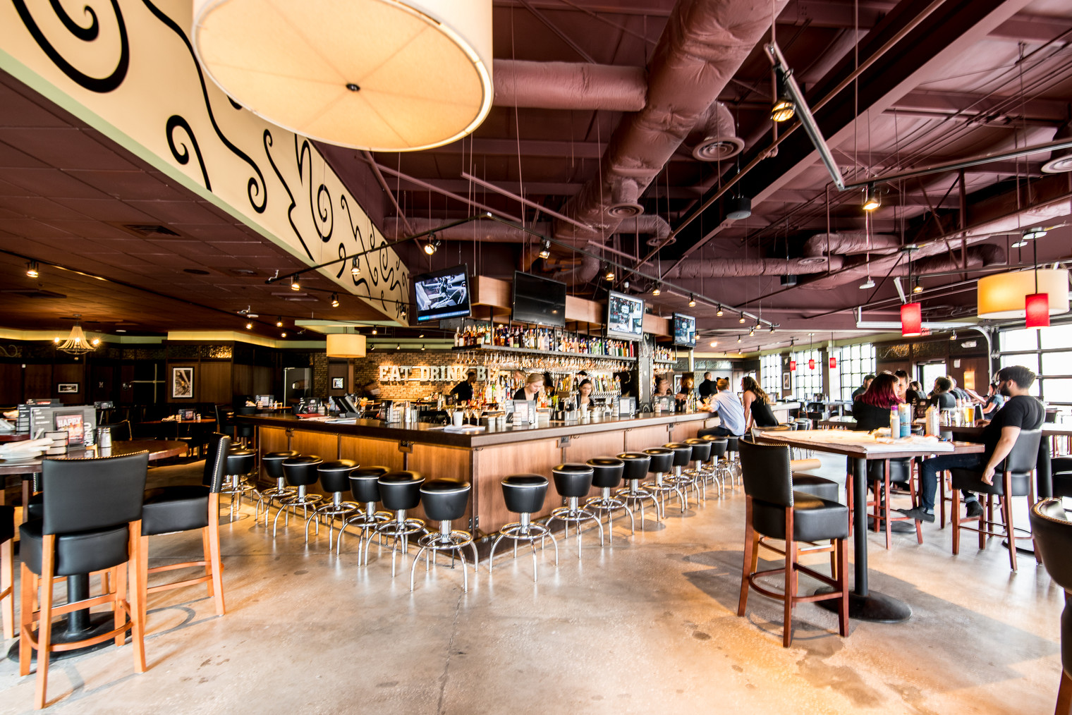 Bar Louie Awarded the Pride of Sioux City: Business Beautification Award / Spanish & English Version