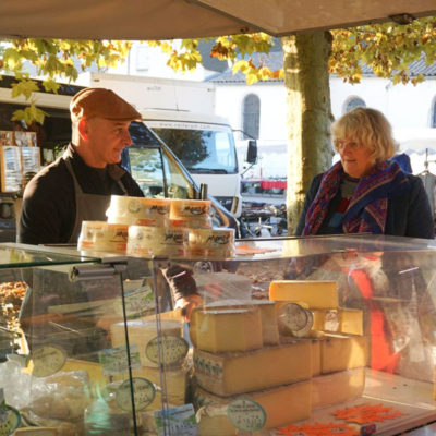 France_2016_cheese_market
