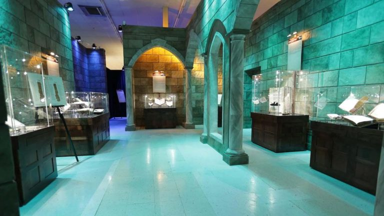 Traveling-Exhibitions