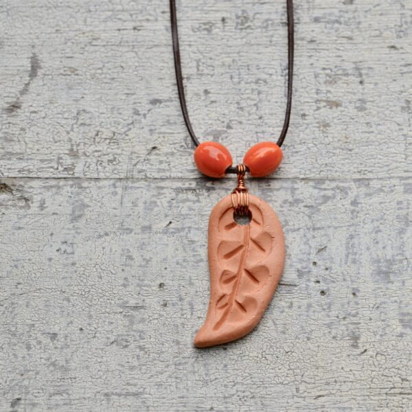 terra cotta leaf necklace oil diffuser 10