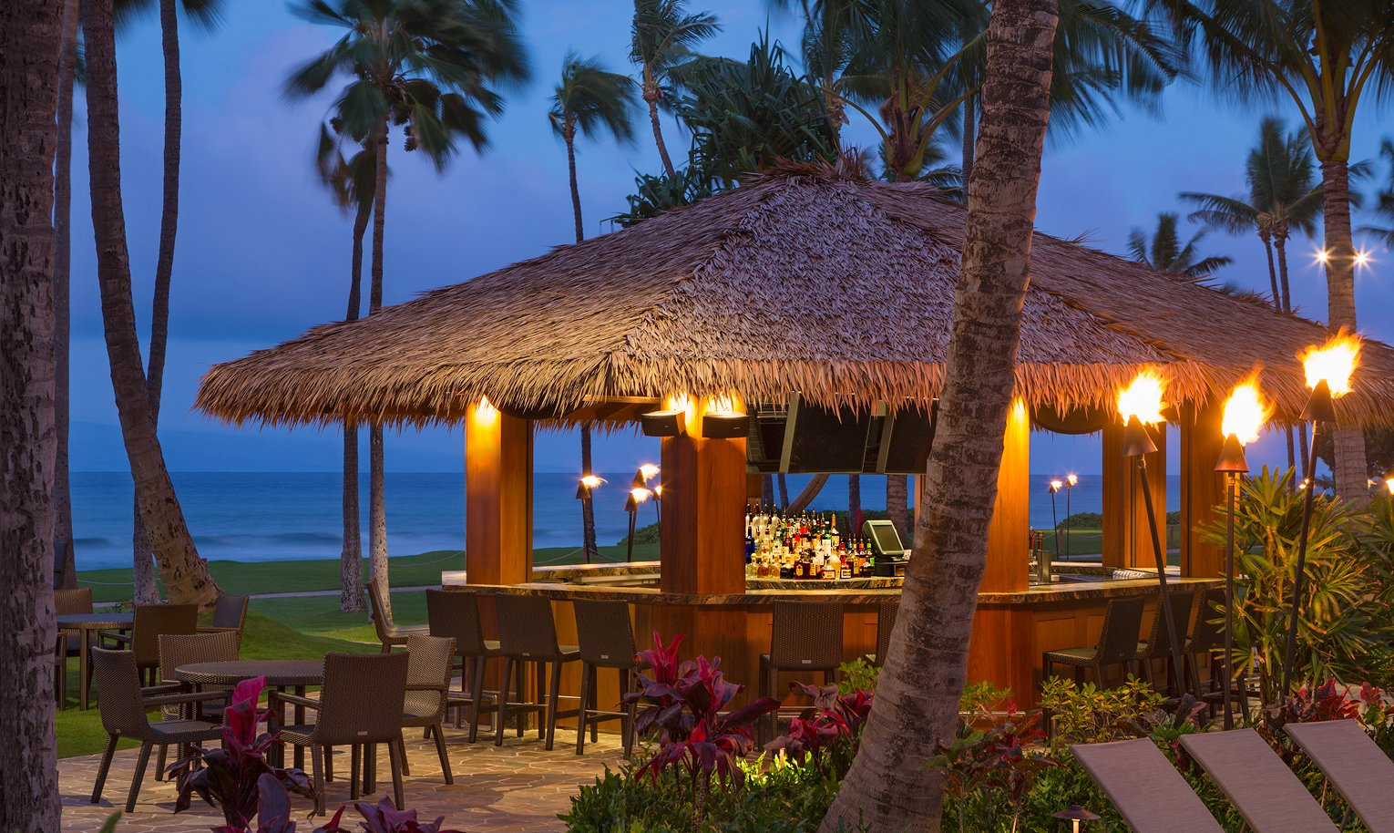 Hyatt Kaanapali Beach Club Accommodations, Dining and Amenities