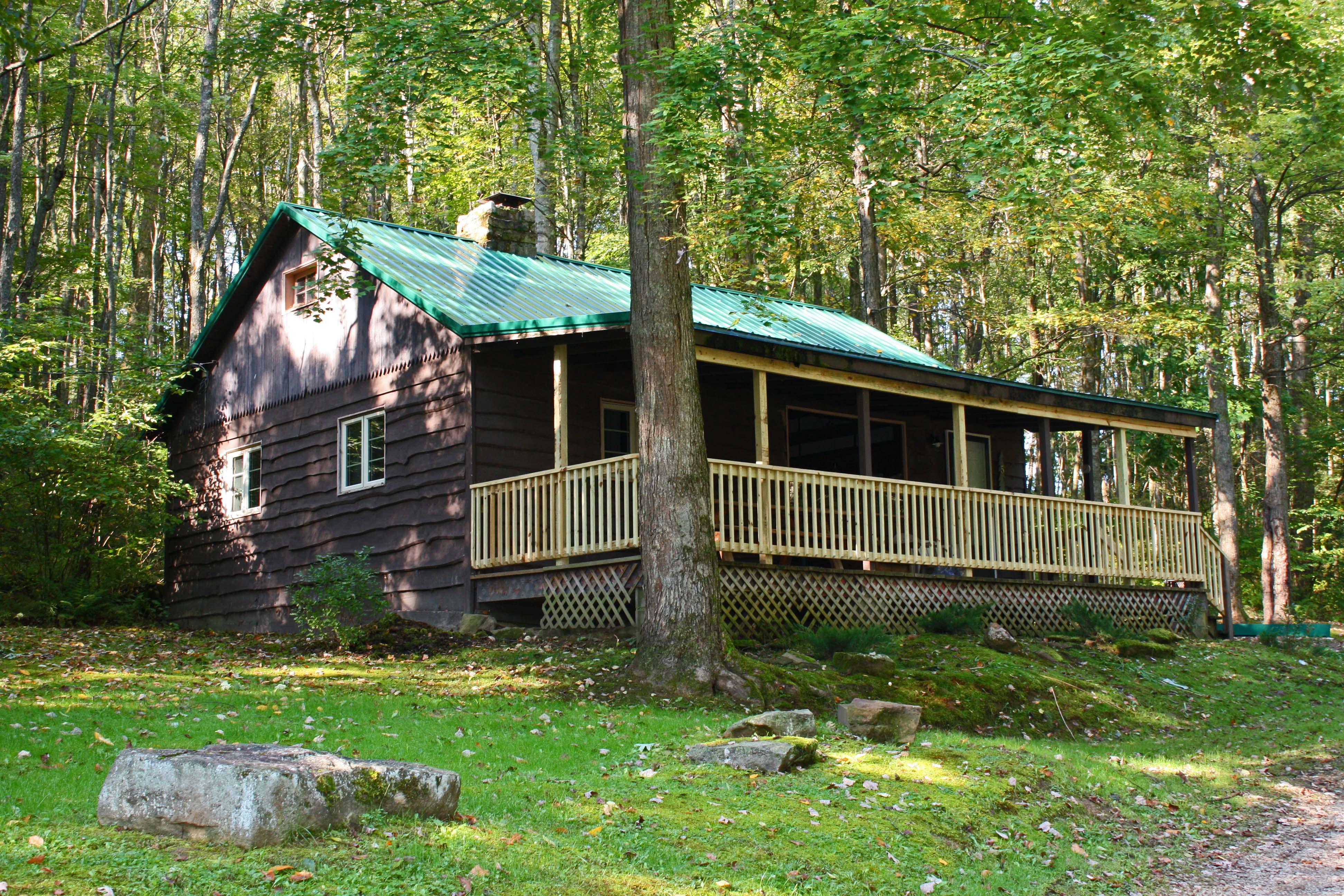 Whispering Oaks cabin 5