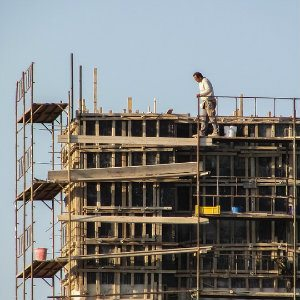 worker on poorly constructed scaffolding