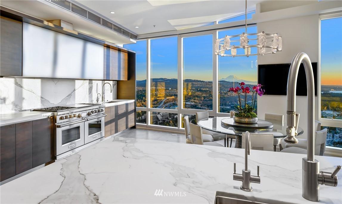 Bellevue Towers Penthouse on 43rd Floor