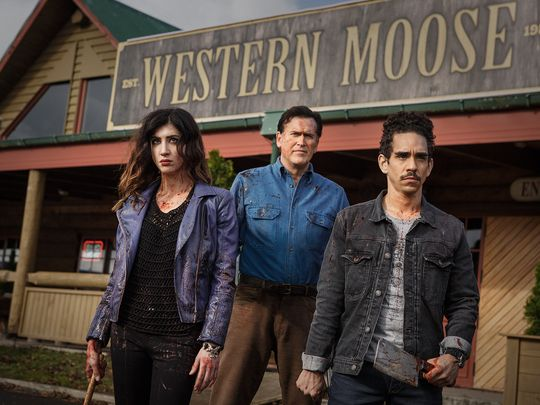 635811321631852287-as-Kelly-Bruce-Campbell-as-Ash-Ray-Santiago-as-Pablo-Episode-106