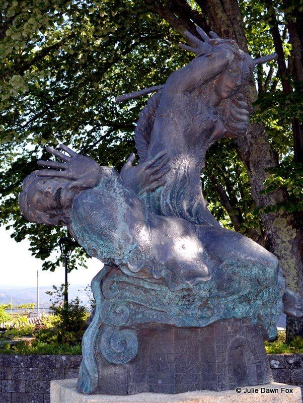 Bronze statue of Inês Negra in Melgaço