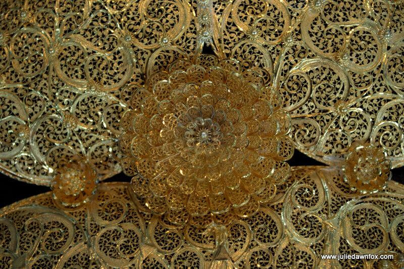 Detail, gold filigree Viana Heart, Ourivesaria Freitas