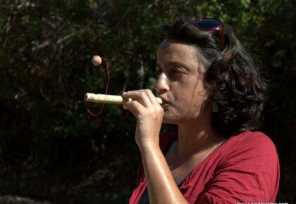 Ana Silva demostrates the magic ball cane toy, cane workshop, Querença, Loulé, Portugal. Photography by Julie Dawn Fox