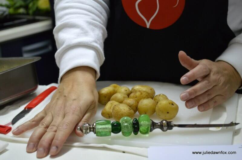 Crushing the 'batatas à murro', punched potatoes