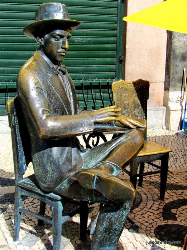 Bronze statue of Fernando Pessoa, A Brasileira café, Largo do Chiado, Lisbon