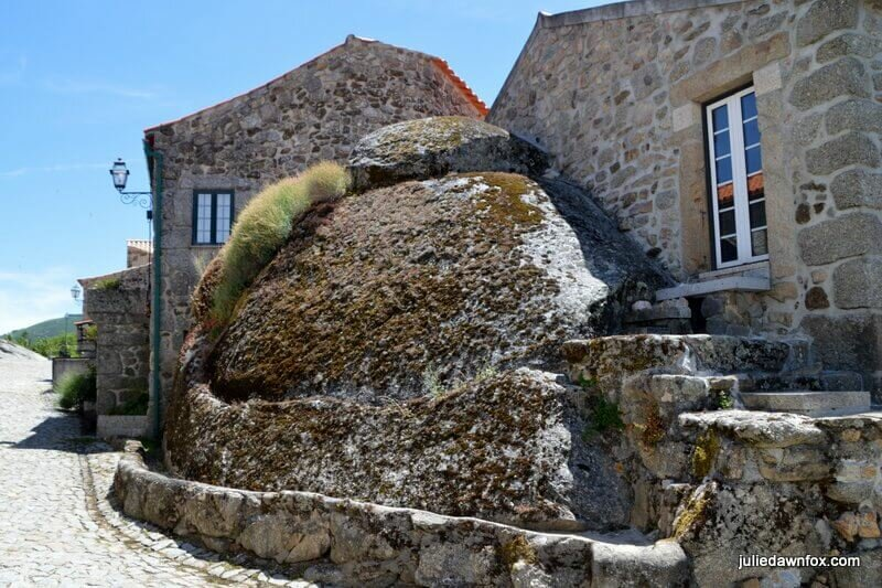 Boulders for walls, Linhares da Beira, Central Portugal