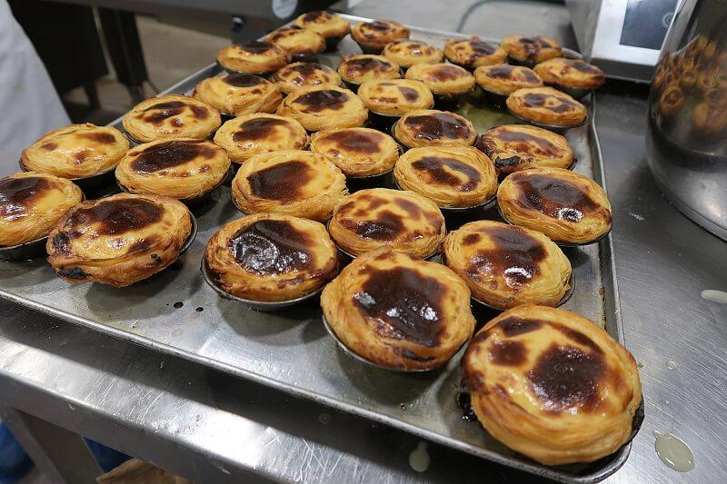 Freshly baked pasteis de nata. Pastel de nata workshop, Pastelaria Batalha in Lisbon