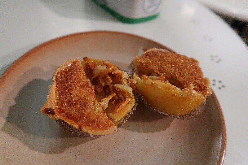 Pastel de feijão and queijada de Lisboa from Pastelaria Batalha in Lisbon