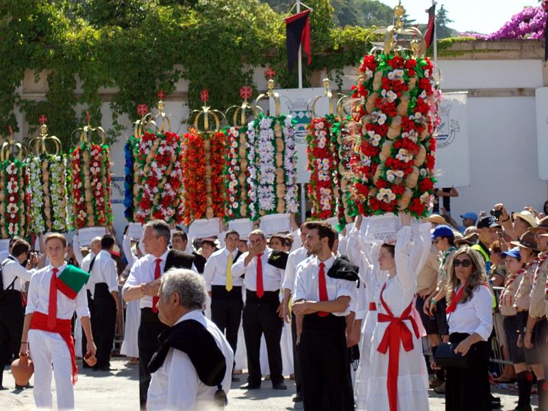 Procession, Festa dos Tabuleiros, Tomar, Portugal