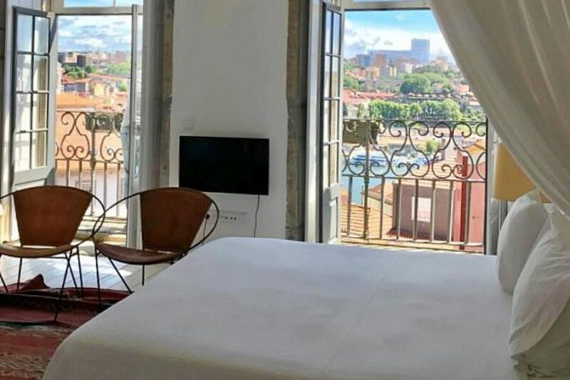 Bedroom with river views at Mo House boutique hotel in Porto