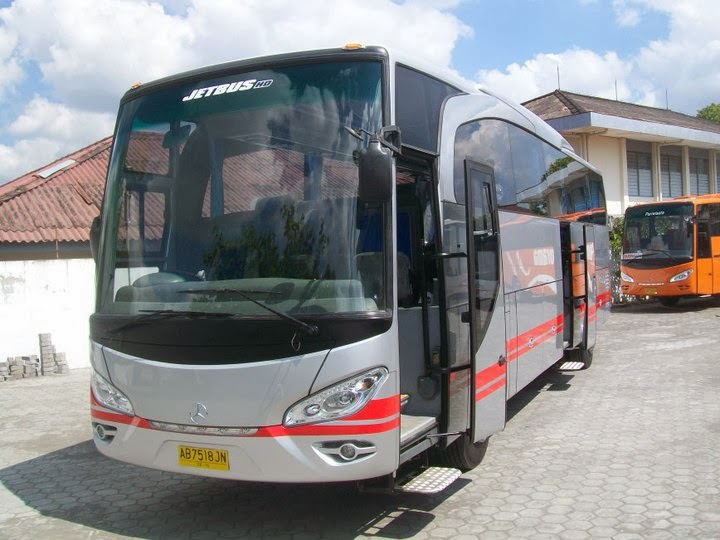 big bus pariwisata white horse