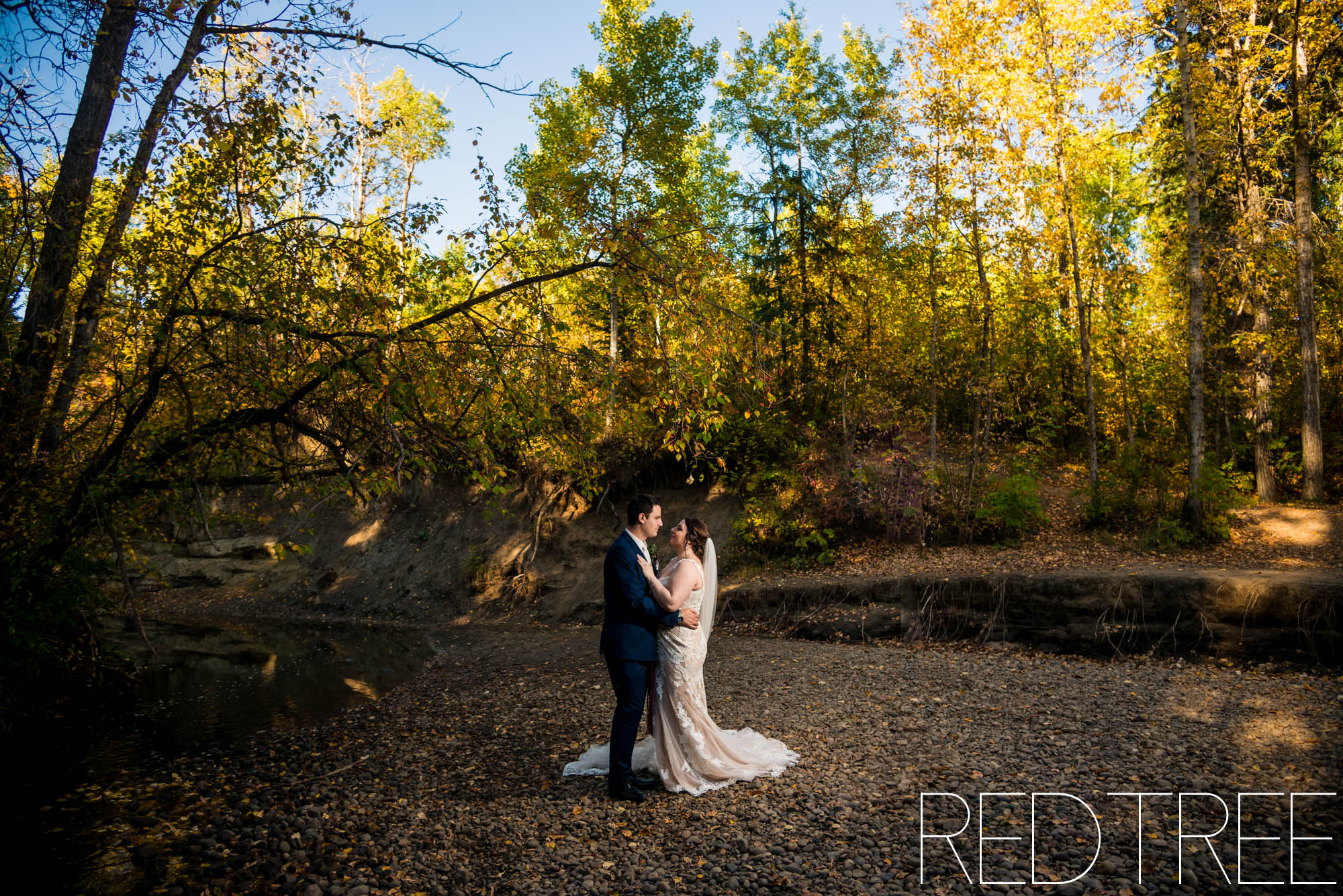 Woodvale Community League and Golf Course Wedding: Edmonton Fall Wedding