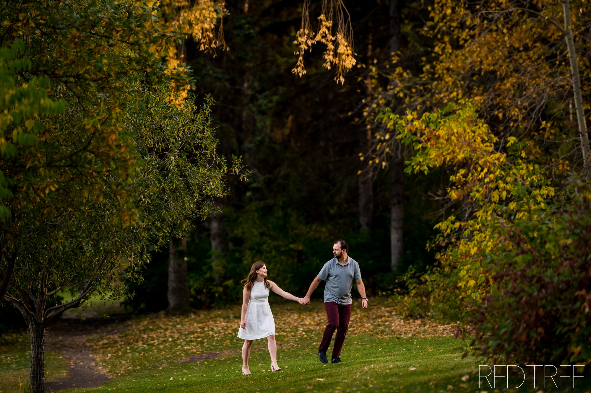 William Hawrelak Park Engagement Session: Fall Edmonton Hawrelak Park Photos