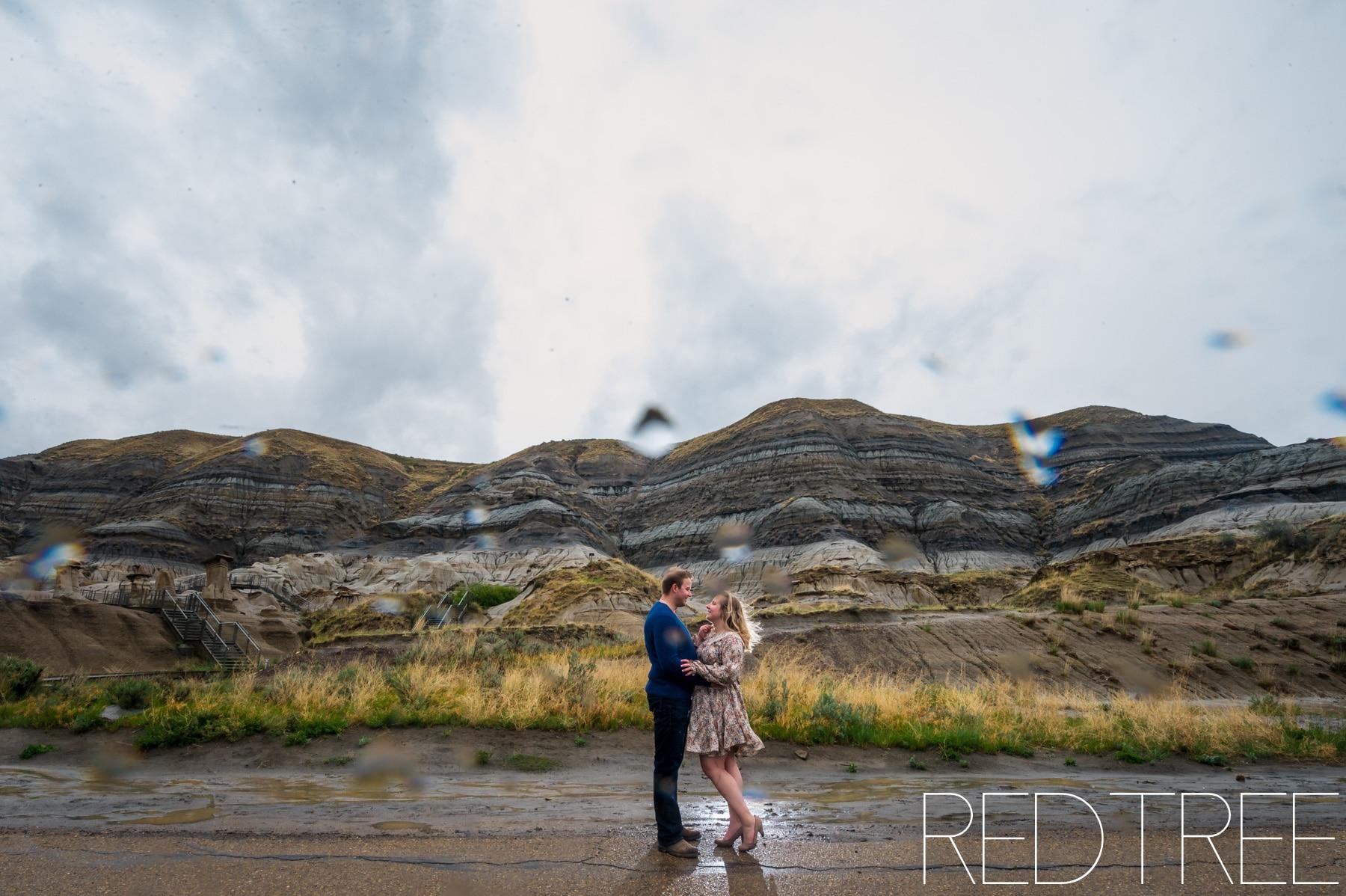 Hoodoo Trail Couple Photos: Drumheller Couple Photography