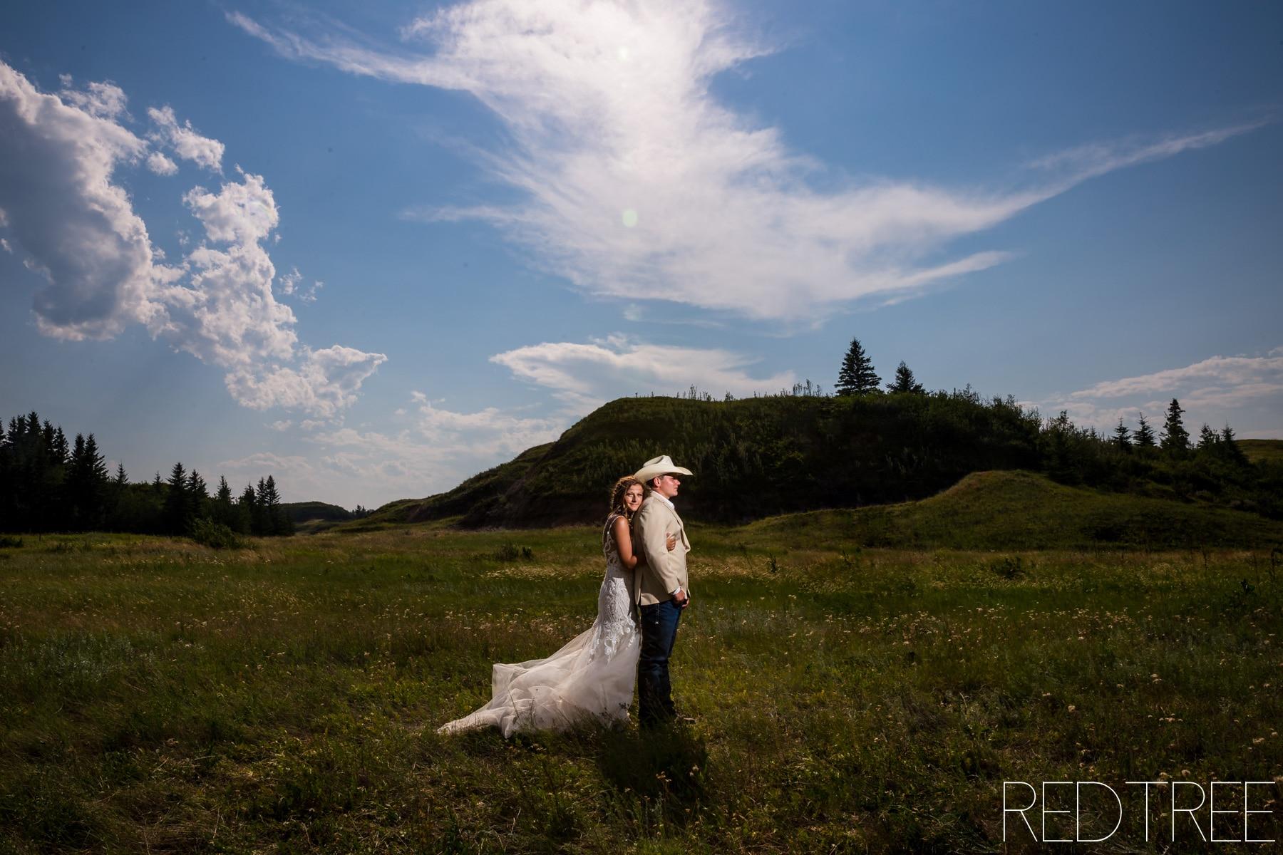 Donalda Farm Wedding: Edmonton Wedding Photographers