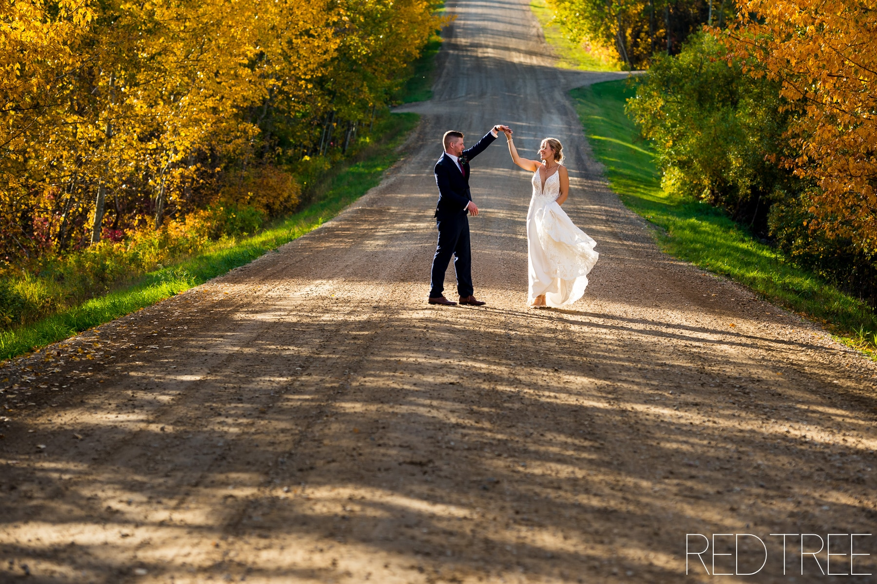 Copper Creek Barn Fall Wedding: Edmonton Wedding Photographers